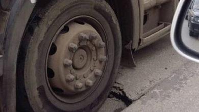 В Ростове грузовик ушел под землю