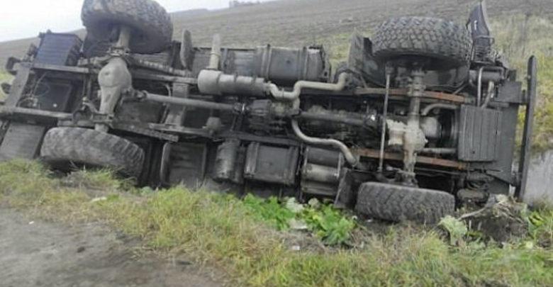 В Ростовской области перевернулся КамАЗ