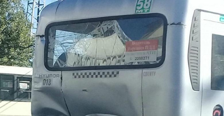 "На дорогах в Ростове заметили ""убитую"" маршрутку. Фотофакт"
