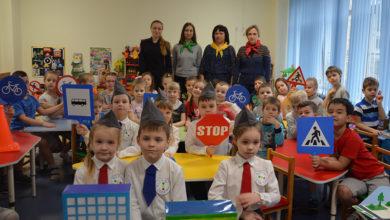 Ростовчанам показали, как сотрудники ГИБДД учат малышей