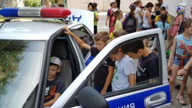 Сотрудники ГИБДД проводят со школьниками игры «Безопасное лето»