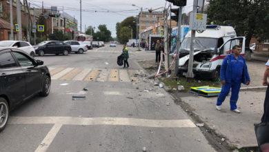 ДТП с автомобилем скорой помощи в Ростове: пострадали шесть человек