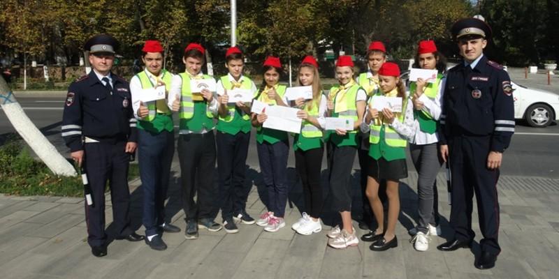 В Ростове водителей поздравили с «Всемирным днем улыбки»