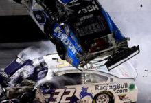 Американский автогонщик разбился на скорости свыше 300 км/ч